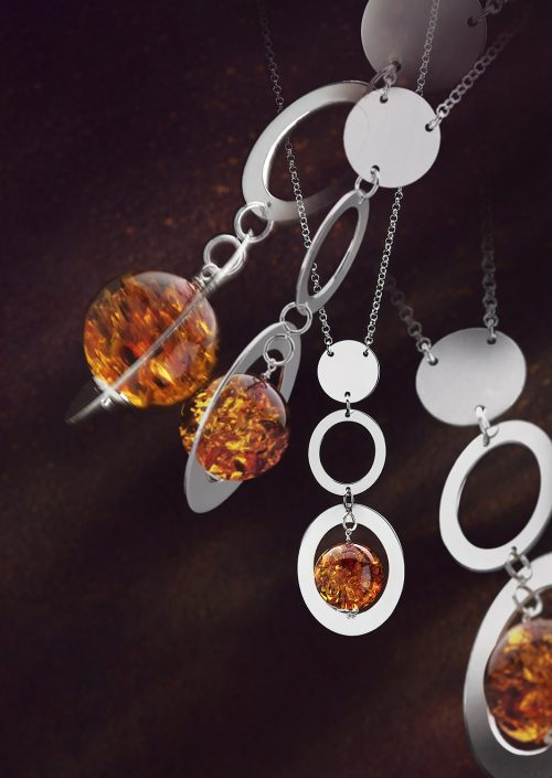 Photo-publicité-collier-argent-et-ambre-pour-Balticambre